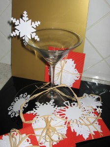 These 10 cut paper decorations can be name tags or bChristmas decorations or even 'dressing up' for a glass of something bubbly.